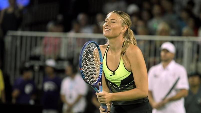 Maria Sharapova a rejoué au tennis lundi à l'occasion d'un tournoi d'exhibition.