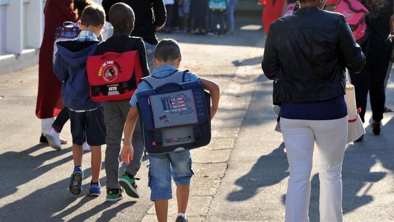 La question de la garde des enfants se pose alors que les vacances débutent cette année un jeudi.