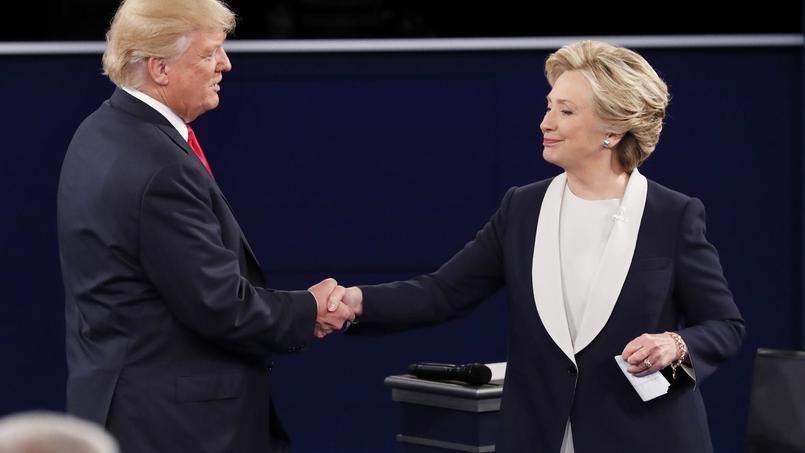 Pour les Américains croyant au complotisme, la candidature de Donald Trump a été arrangée avec les démocrates pour favoriser l'élection d'Hillary Clinton.