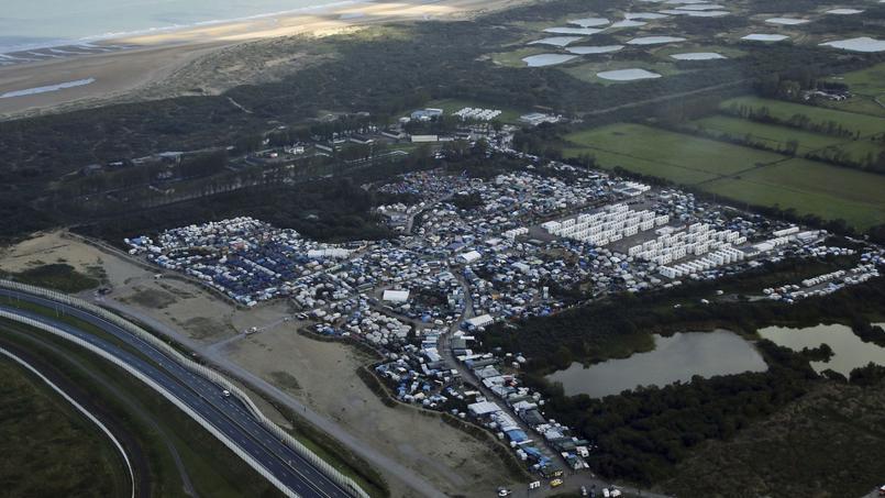 Les faits se sont produits dans la nuit de lundi à mardi, vers 2h30 du matin, aux abords de la «jungle» de Calais.