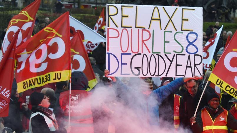 Manifestation pour la relaxe des 8 ex-employés de Goodyear, le 4 février 2016, place de la Nation à Paris.