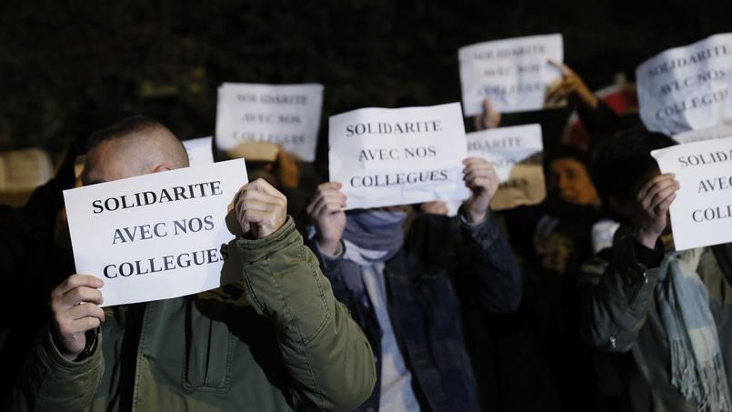 En dehors de leur activité, les gardiens de la paix peuvent toutefois manifester et faire valoir leur liberté d'expression, dans certaines limites.