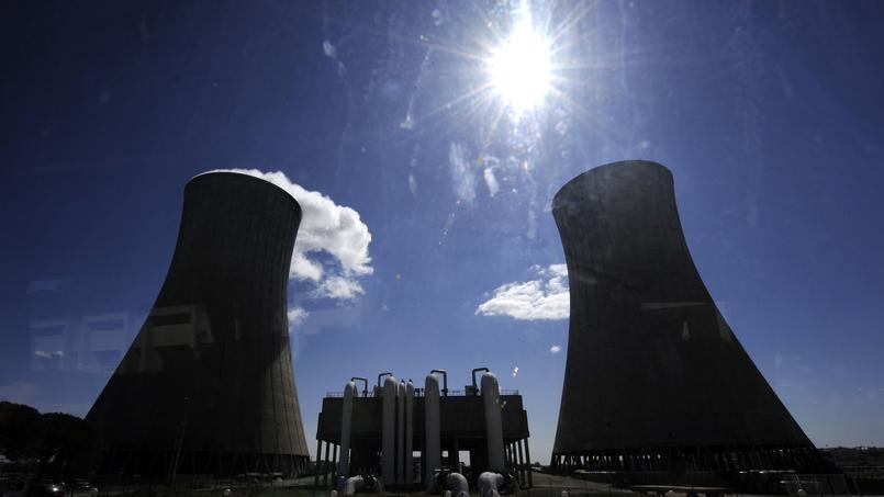 Aujourd'hui, un réacteur nucléaire désigne un dispositif où se produit une réaction à fission.