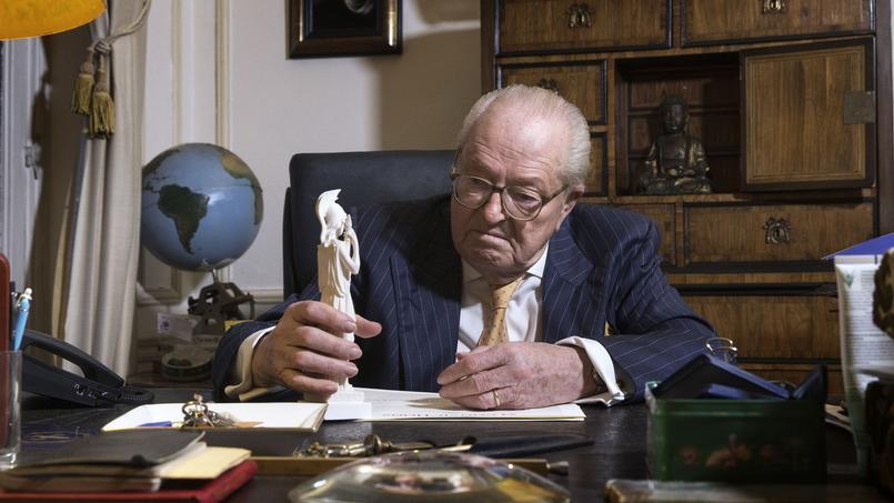 Jean-Marie Le Pen dans son bureau de Montretout.