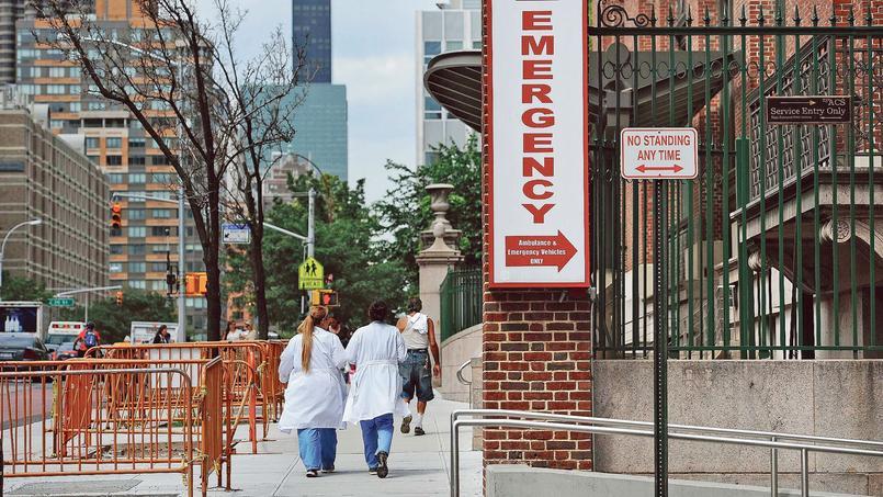 L'accès «urgences» du Bellevue Hospital à New York.