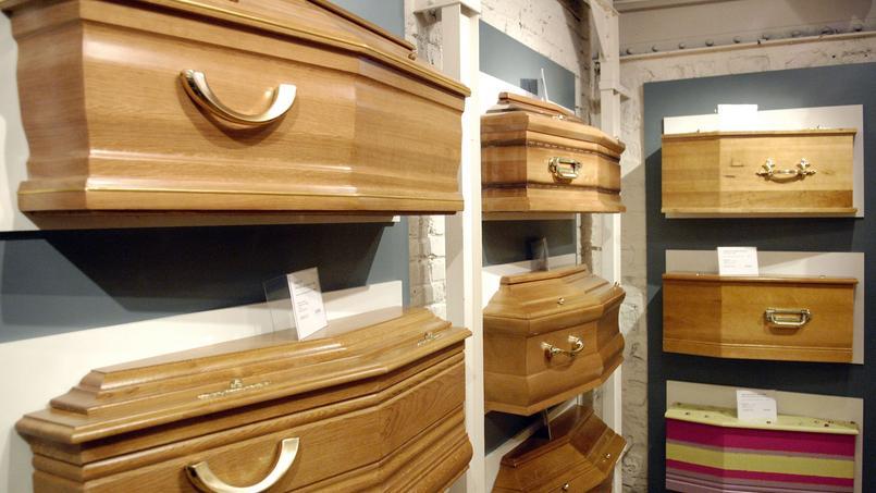 Étiquetage précis des cercueils présentés, devis détaillé, prestations obligatoires... la loi a renforcé les obligations relatives à l'information du consommateur.