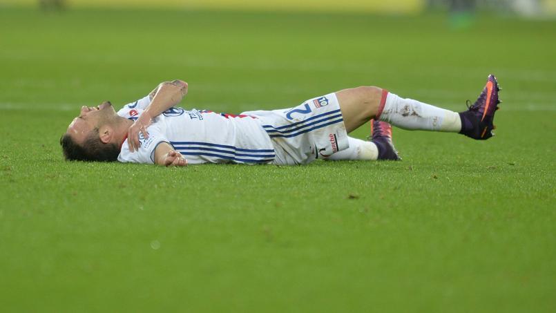Mathieu Valbuena se tord de douleur suite à une blessure à l'épaule droite lors du match face à Guingamp (1-3), mais le milieu de terrain est bien vivant confirme l'OL.