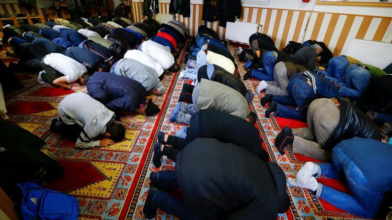 Selon le ministère de l'Intérieur, ces mosquées «abritaient des réunions visant à promouvoir une idéologie radicale, contraire aux valeurs de la République».