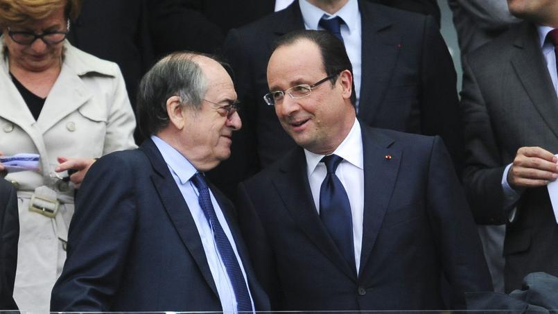 Noël Le Graët (à gauche) et François Hollande (à droite) ensemble lors de la finale de Coupe de France 2013 entre Evian Thonon Gaillard et les Girondins de Bordeaux.