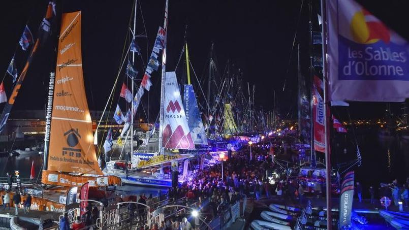 Le ponton du port Olonna avec les 29 bateaux du Vendée Globe.