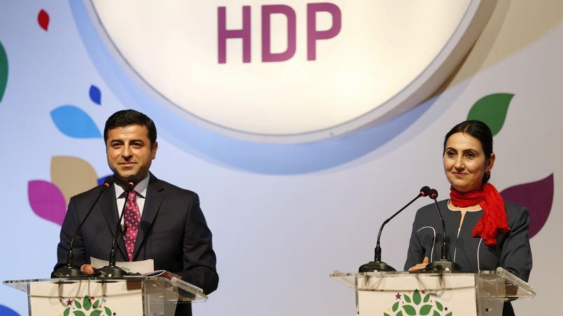 Les deux coprésidents du parti prokurde HDP, Selahattin Demirtas (à gauche) et Figen Yuksekdag (à droite) ont été arrêtés dans la nuit de jeudi à vendredi.