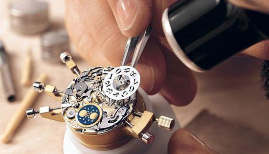 Spéclaliste allemand des calibres de haute horlogerie, A.Lange&Söhne perpétue la tradition.