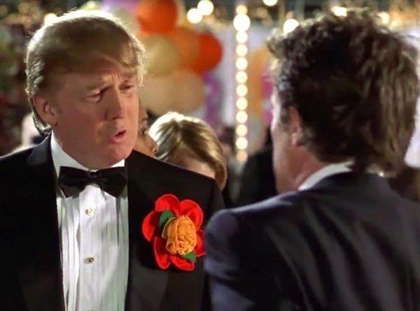 Donald Trump et Hugh Grant dans L'Amour sans préavis, 2002.