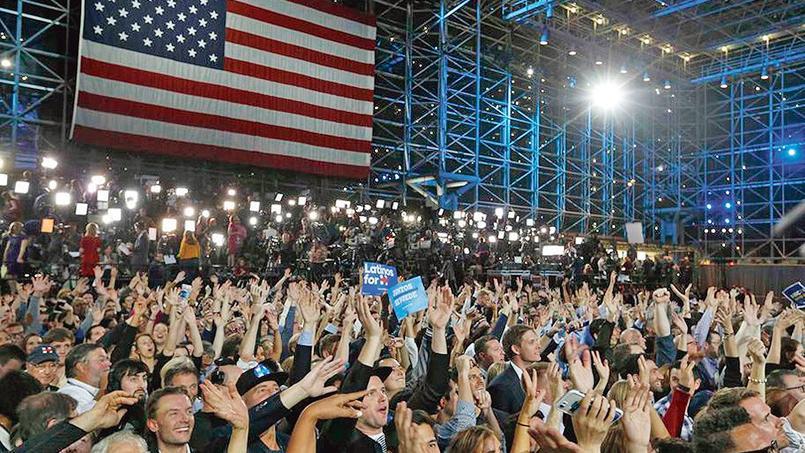 Les électeurs démocrates se sont rassemblés devant le «Jarvists», mardi à Manhattan, le siège de campagne de Hillary Clinton.