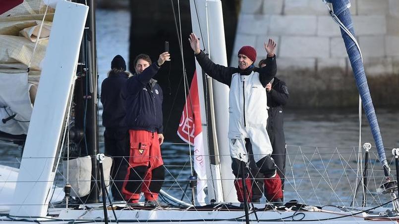 Rich Wilson au moment de s'élancer en mer aux Sables-d'Olonne dimanche matin.