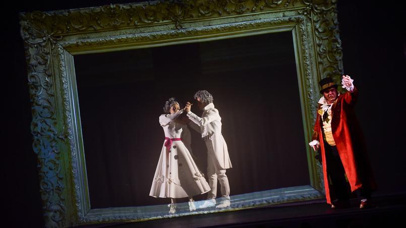 Les représentations du  Rouge et le Noir ont commencé à Paris au Théâtre Le Palace.