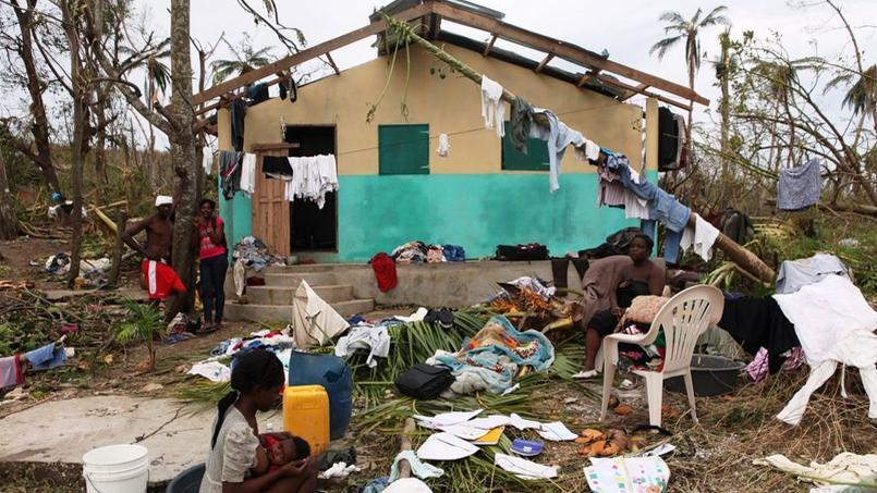 Une famille haïtienne à Grand'Anse après le passage de l'ouragan Matthew, en octobre dernier.