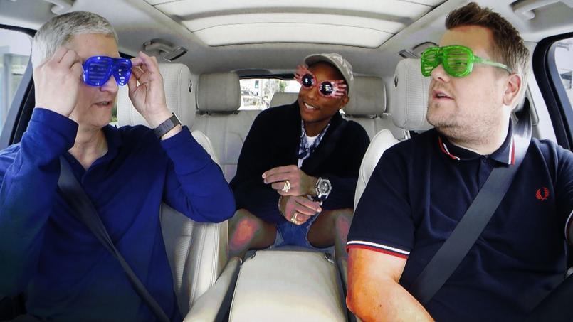 Tim Cook, PDG d'Apple, dans l'émission Carpool Karaoke, avec Pharrell et le présentateur James Corden.