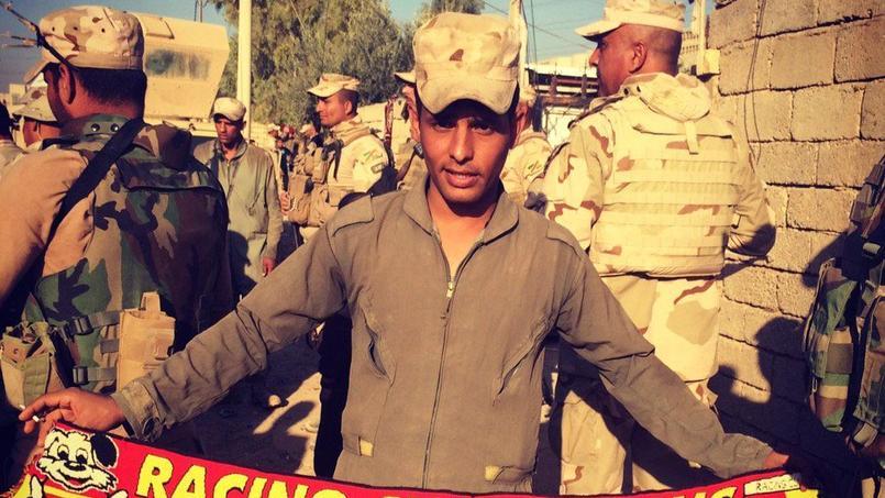 Un soldat irakien combat Daech avec une écharpe du RC Lens