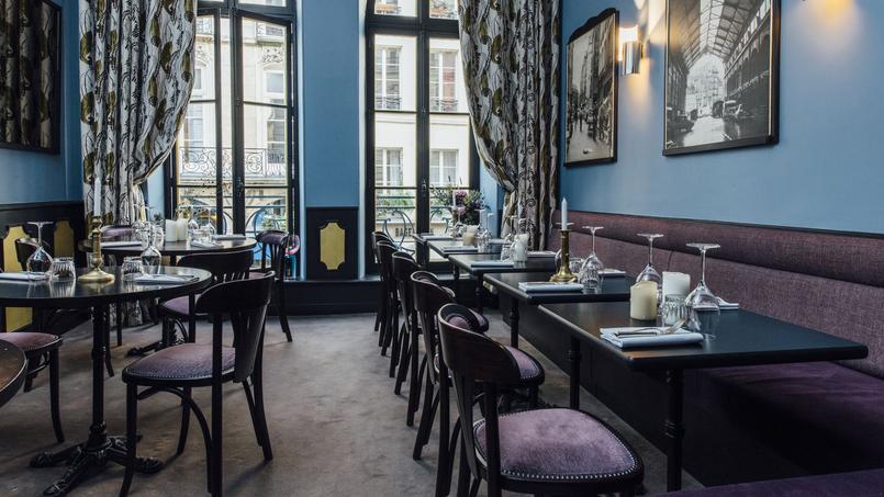 La salle du restaurant Chez la Vieille, dans le premier arrondissement de Paris.