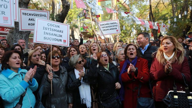 Des manifestants à Ankara contre le projet de loi en discussion au Parlement turc, le week-end dernier.