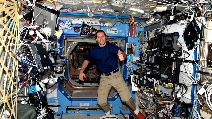 Les premiers «pas» de Thomas Pesquet dans la Station spatiale internationale dimanche dernier.
