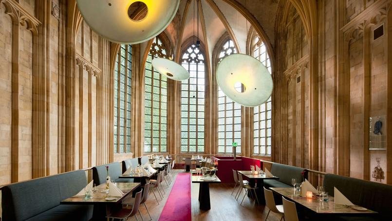 Au Kruisherenhotel à Maastricht, les clients dînent dans la nef de l'église gothique.