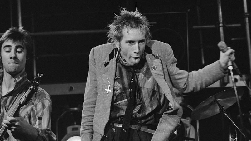 Johnny Rotten, chanteur du groupe Sex Pistols, en concert a Amsterdam le 6 janvier 1977.