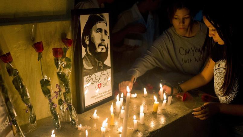 Les hommages à Fidel Castro se sont multipliés à Cuba après l'annonce de sa mort.