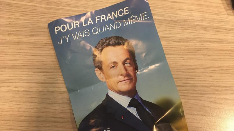 De mystérieux tracts de Sarkozy glissés sur les voitures durant la nuit