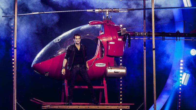 Sur scène aux Folies Bergères dans le show «The Illusionists», le magicien nantais Enzo, 25 ans, fait léviter une spectatrice et apparaître un hélicoptère.