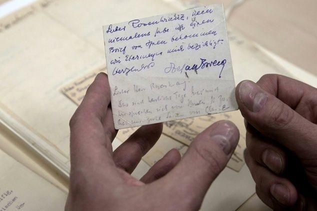 Ces missives avaient été envoyées au beau-père d'Hannah Jacobson, Hans Rosenkranz. Ce dernier n'avait que 16 ans au début de sa correspondance avec Zweig, âgé lui de 40 ans et au sommet de sa gloire littéraire.