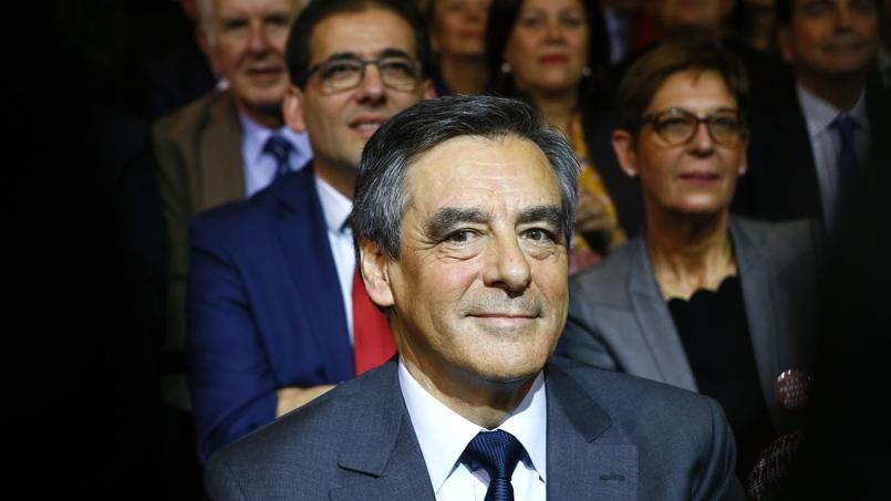 Le brief du matin : Fillon réorganise LR, crash en Colombie, restructuration d'Airbus