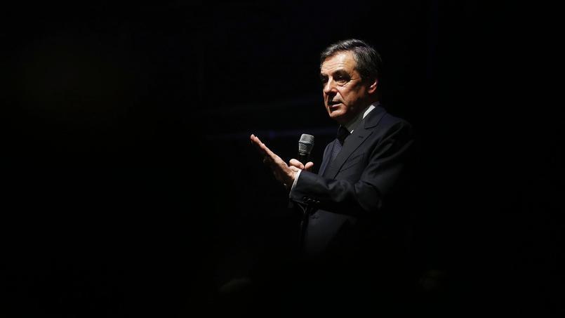 François Fillon, le 21 octobre dernier, lors d'un meeting à Caen (AFP PHOTO / CHARLY TRIBALLEAU).
