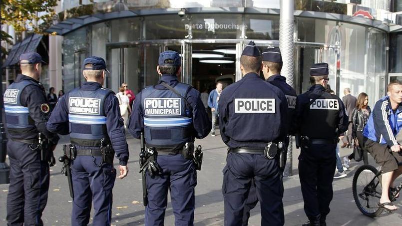Des policiers municipaux, à Nice.