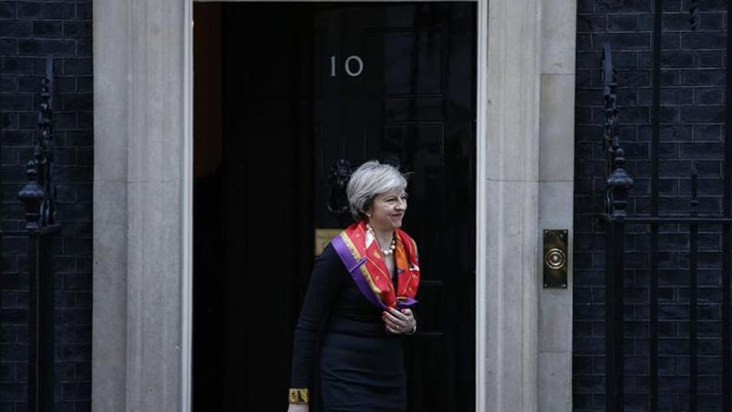 La première ministre britannique, Theresa May, lundi devant sa résidence du 10, Downing Street.