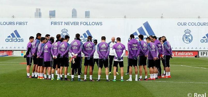 Les joueurs du Real Madrid se recueillent après la tragédie qui a touché le club de Chapecoense.