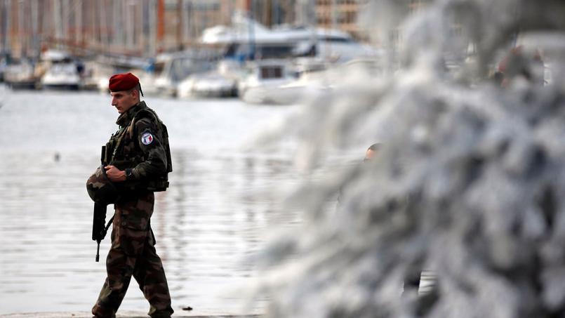 Le plan Vigipirate se dote d'un nouveau niveau d'alerte — Terrorisme