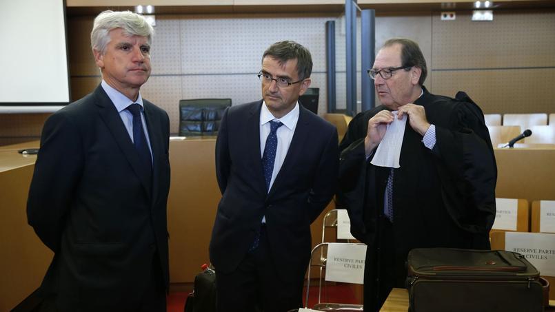 Pierre Plissonnier, directeur de l'activité long-courrier d'Air France, et Xavier Broseta, DRH du groupe Air France, lors des débats au tribunal correctionnel de Bobigny, en septembre 2016.
