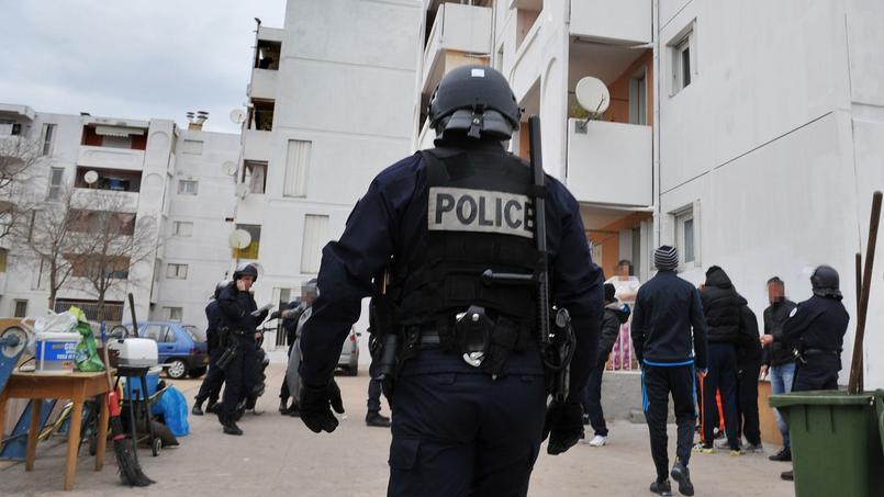 26.000 personnes ont été condamnées pour trafic de drogue en 2015, selon le ministère de la Justice. Ici, une opération de police à Marseille, en 2012, pour lutter contre les trafics de drogue et d'armes dans la cité de Bassens.