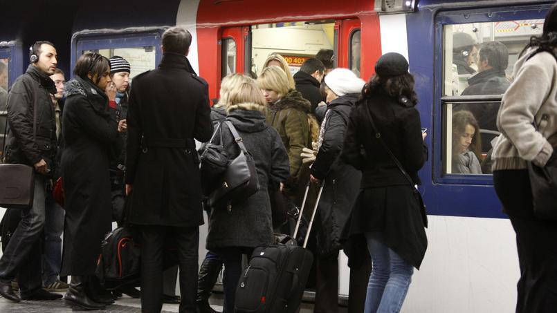 Chaque jour plus de 41 millions de déplacements se font en Île-de-France, dont 12 millions pour des déplacements domicile-travail.
