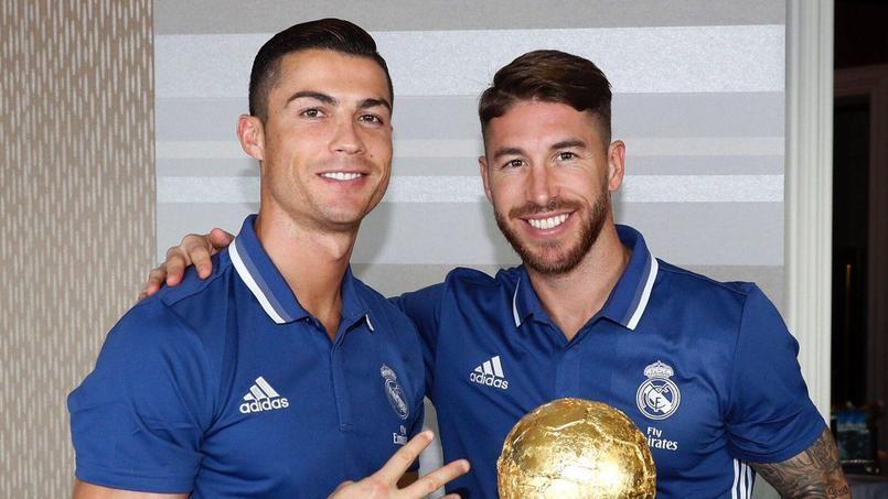 Cristiano Ronaldo a reçu un gâteau Ballon d'Or de la part de ses coéquipiers du Real Madrid.