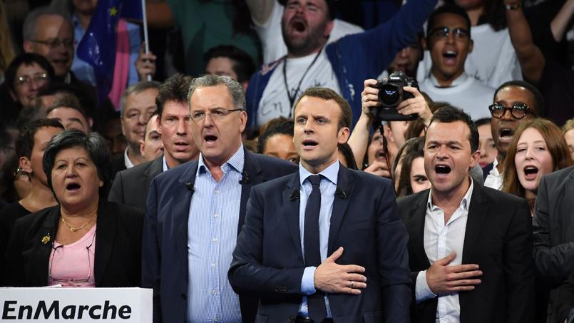 Richard Ferrand, à gauche d'Emmanuel Macron.