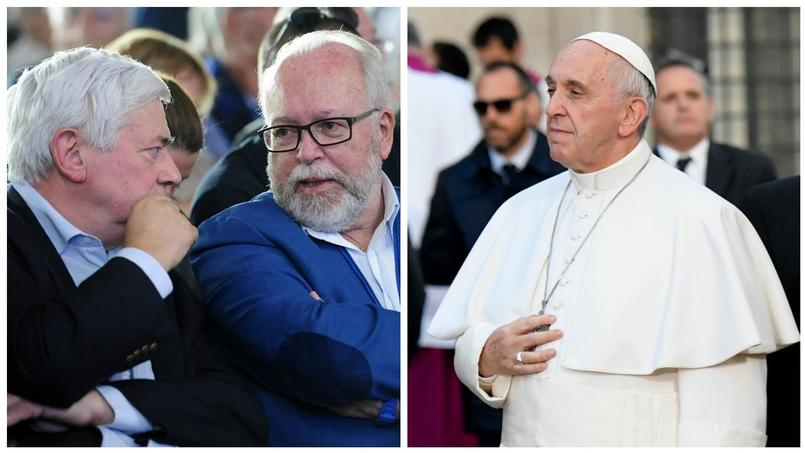 Les responsables FN Bruno Gollnisch et Wallerand de Saint-Just, et le Pape François