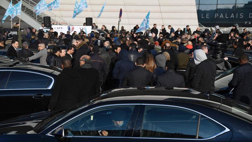 Les chauffeurs en colère contre Uber manifestaient vendredi à Paris