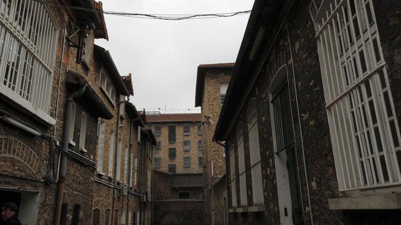 La prison de Fresnes «ne présente pas les conditions structurelles permettant d'accueillir la population pénale dans le respect de ses droits fondamentaux», assure la commission pénale du barreau du Paris.