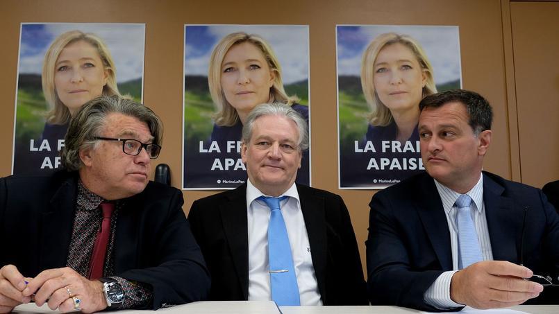 Jean-François Daraud, au centre, entouré de Gilbert Collard (à gauche) et Louis Aliot (à droite).