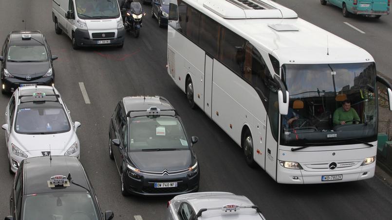Diesel interdit à Paris : les autocaristes manifestent sur le périphérique