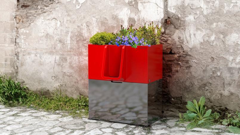 L'Uritrottoir, création de l'agence nantaise Faltazi, transforme le pipi en fleurs!