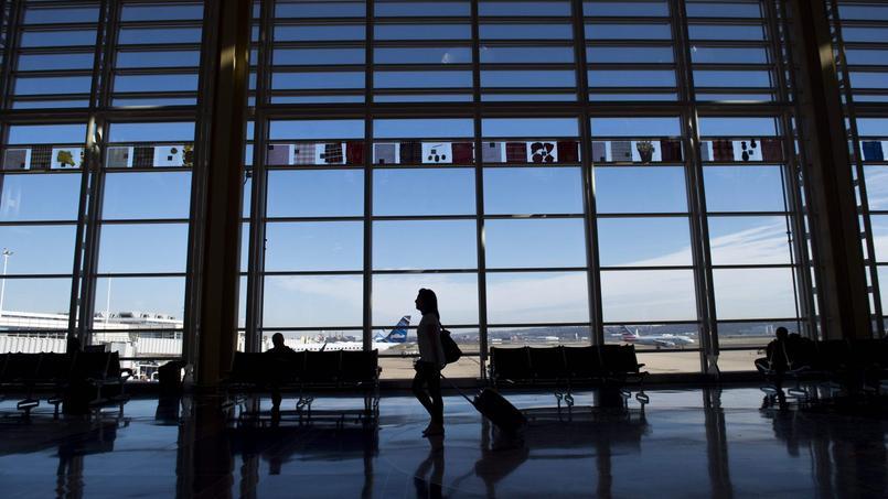 Le service des douanes et de la protection des frontières des États-Unis invite les touristes sans visa arrivant sur le sol américain à communiquer leurs identifiants Facebook et Twitter.